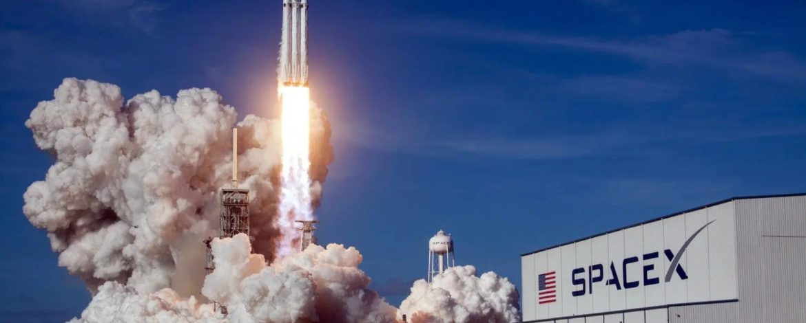 SpaceX wons the contract for NASA's $332M Moon mission to lunar station
